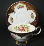 Elizabethan Staffordshire Teacup Wine Gilt