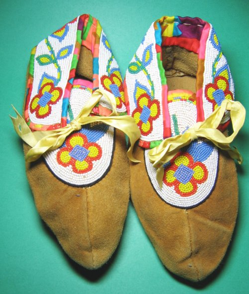 Vintage Hand Made Moccasins Beaded Cree Ojibwe